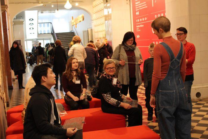 Gathering to the workshop in the lobby of Design Museum. (Photo: Will van Twuijer)